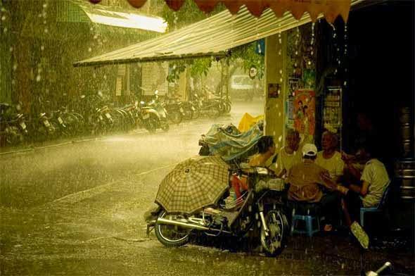 what to do in hanoi in rainy-day-vietnam travel tips - vietnam-visa.com