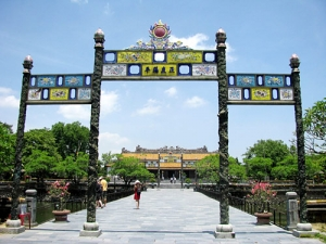 Gold Tourism Month in Hue of Vietnam - Vietnam visa on arrival apply website