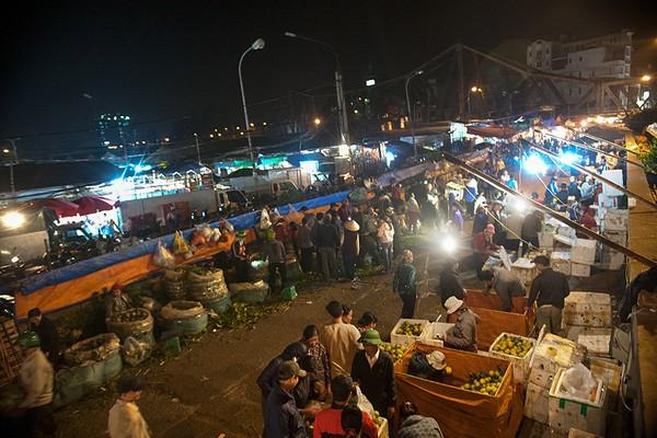 long-bien-one-of-best-7-street-markets-vietnam-visa.com