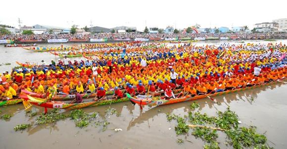 Boat race festival of southern Khmer people - Vietnam-visa.com - online vietnam visa service