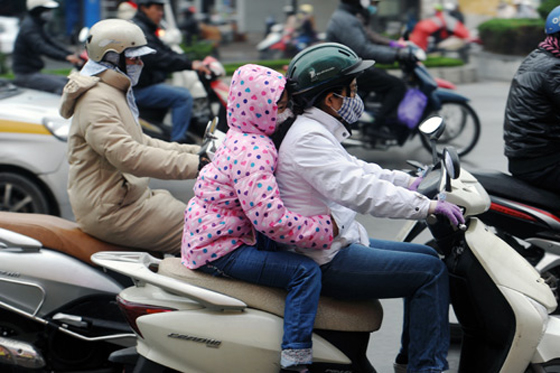 wearing-winter-coat-on-the-cold-days-vietnam-visa.com