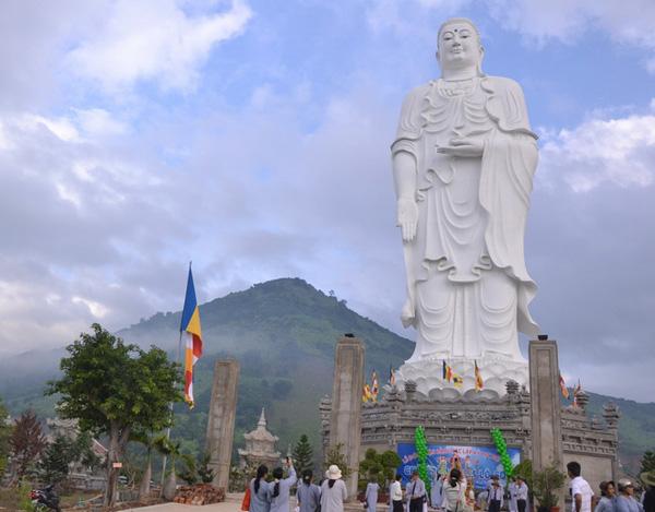 Highest Amitabha Buddha statue in Vietnam - portal to apply for visa to vietnam