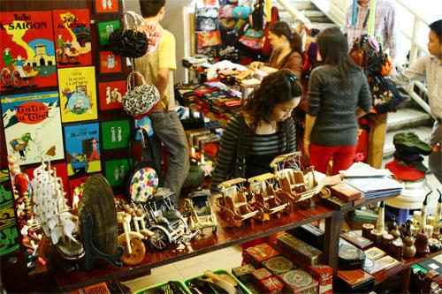 Chợ Viềng: Dong Xuan Market - A Busy Trade Center In Hanoi