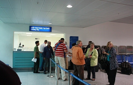 Detailed guide to pick up visa on arrival at Vietnam airports