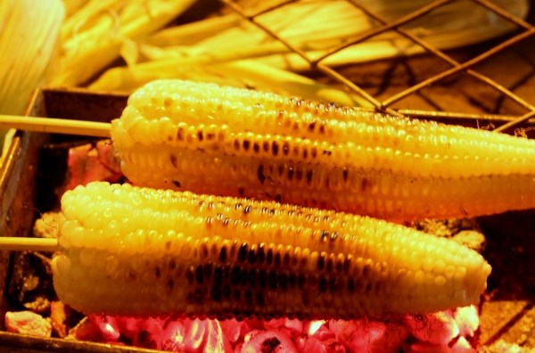 Grilled corn - Hanoi winter treat - Vietnam visa