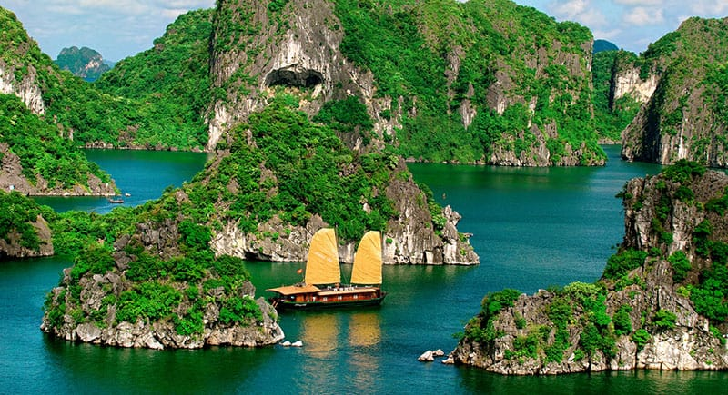 Ha-long-bay-vietnam-travel