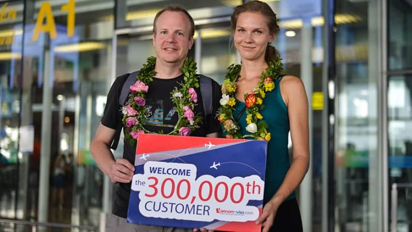 Mr. Ryan Nelson and Mrs. Sabina Nelson became the 300,000th client of Vietnam-visa